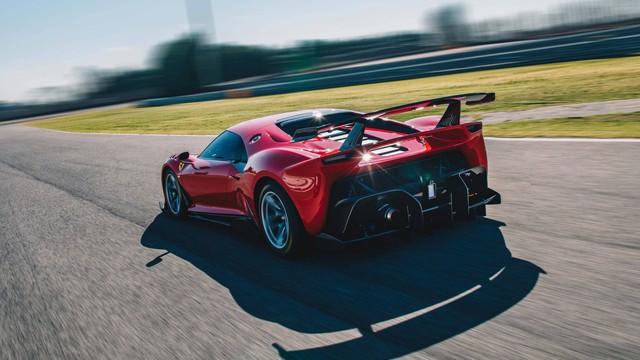 Ferrari P80/C siêu giới hạn xuất hiện ngoài đời thực, nhìn còn đẹp hơn ảnh hãng