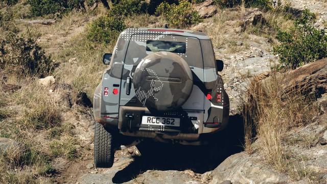 Land Rover tiếp tục nhá hàng Defender, biểu lộ khả năng off-road không thua G-Class - Ảnh 10.
