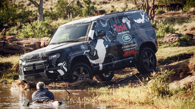 Land Rover tiếp tục nhá hàng Defender, biểu lộ khả năng off-road không thua G-Class - Ảnh 1.