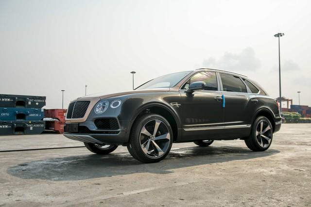 Sau hơn 1 năm tậu về, Hoàng Kim Khánh ra biển số Bentley Bentayga V8 bản kỷ niệm 100 năm đầu tiên Việt Nam, cặp số gánh siêu lộc - Ảnh 7.