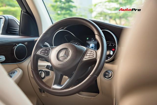 Bán xe sau 10.000 km, chủ nhân Mercedes-Benz GLC 200 chỉ lỗ tiền lăn bánh - Ảnh 6.