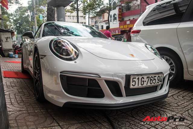 Porsche 911 Targa 4 GTS độc nhất Việt Nam ra biển số trắng Sài Gòn - Ảnh 4.