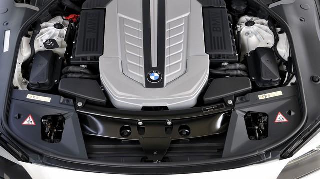 """BMW: Đừng tôn thờ quá xe điện, động cơ đốt trong còn """"sống khỏe"""" vài chục năm nữa"""