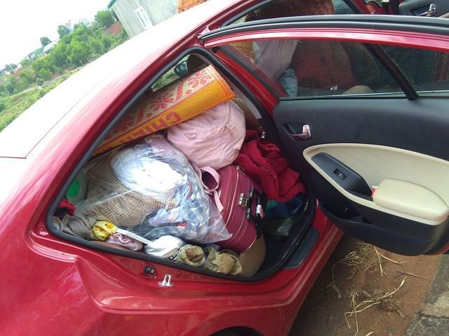 Hình ảnh chiếc Kia Cerato chở ngập đồ khiến người ta sửng sốt về cuộc sống của học sinh nội trú - Ảnh 3.