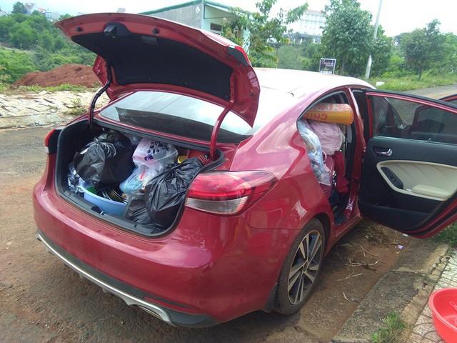 Hình ảnh chiếc Kia Cerato chở ngập đồ khiến người ta sửng sốt về cuộc sống của học sinh nội trú - Ảnh 4.