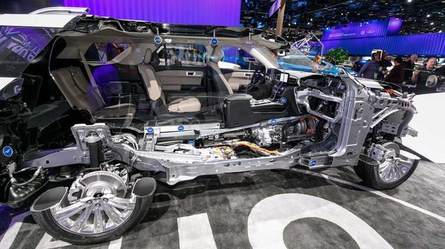 Ford Explorer suýt có thân xe giống F-150 nhưng thay đổi vì nguyên nhân này