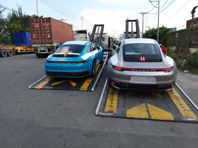 Bộ đôi Porsche 911 thế hệ mới chính thức đặt chân tới Việt Nam - Ảnh 1.