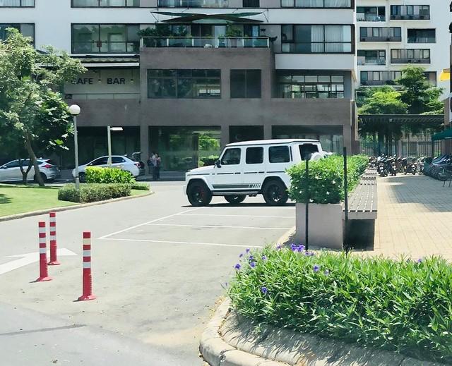 Doanh nhân Phạm Trần Nhật Minh lần đầu tiên xuống phố cùng Mercedes-AMG G63 Edition sau khi ra biển số - Ảnh 1.