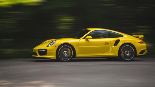 Porsche 911 Turbo mới sẽ 'nẫng' khách của Ferrari và đây là lý do