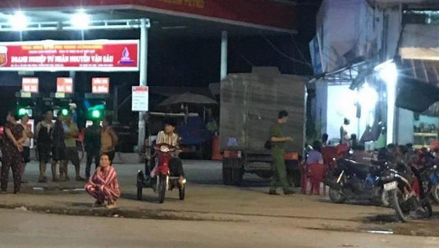 Không cho đổ trước trả sau, nhân viên bán xăng bị đâm tử vong - Ảnh 1.
