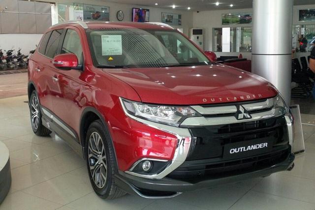Liên tục giảm giá, Mitsubishi Outlander tham vọng đuổi theo Honda CR-V, Mazda CX-5 tại Việt Nam - Ảnh 1.