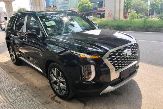 Bóc tách trang bị Hyundai Palisade vừa về đại lý: SUV 8 chỗ, nhiều chi tiết mới lạ so với Santa Fe - Ảnh 1.