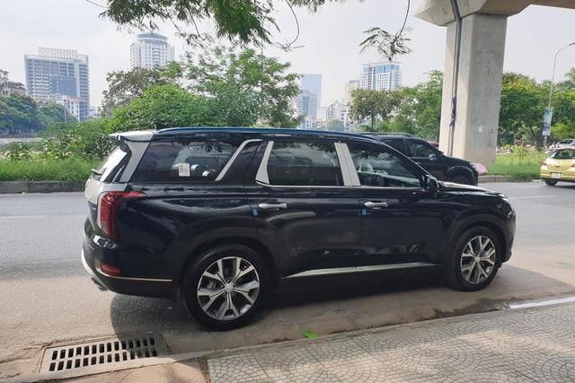 Bóc tách trang bị Hyundai Palisade vừa về đại lý: SUV 8 chỗ, nhiều chi tiết mới lạ so với Santa Fe - Ảnh 2.