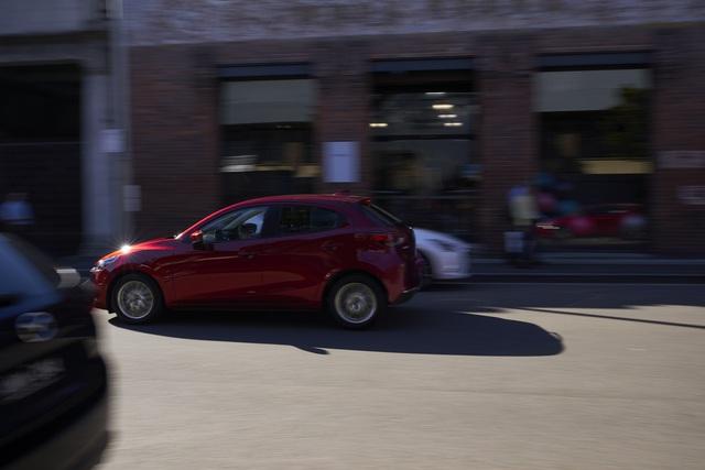Ra mắt Mazda2 phiên bản mới: Thay thiết kế, thêm công nghệ để đấu Toyota Yaris - Ảnh 10.