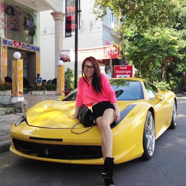 Thú chơi siêu xe và xe siêu sang toàn hàng khủng của vợ cũ đại gia Phạm Trần Nhật Minh cùng con gái - Ảnh 1.