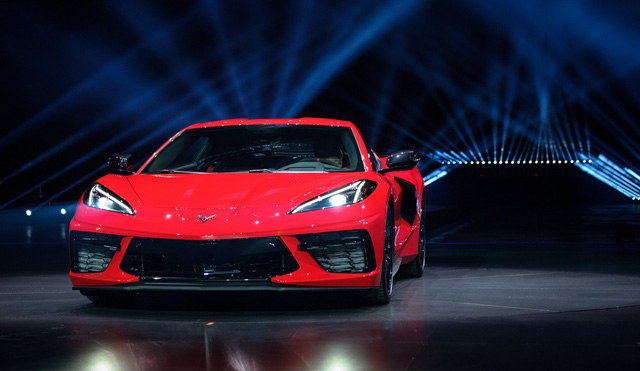 Ra mắt Chevrolet Corvette C8 2020: Khi GM đặt rocket vào giữa xe, ngắm thẳng tới Ferrari - Ảnh 2.