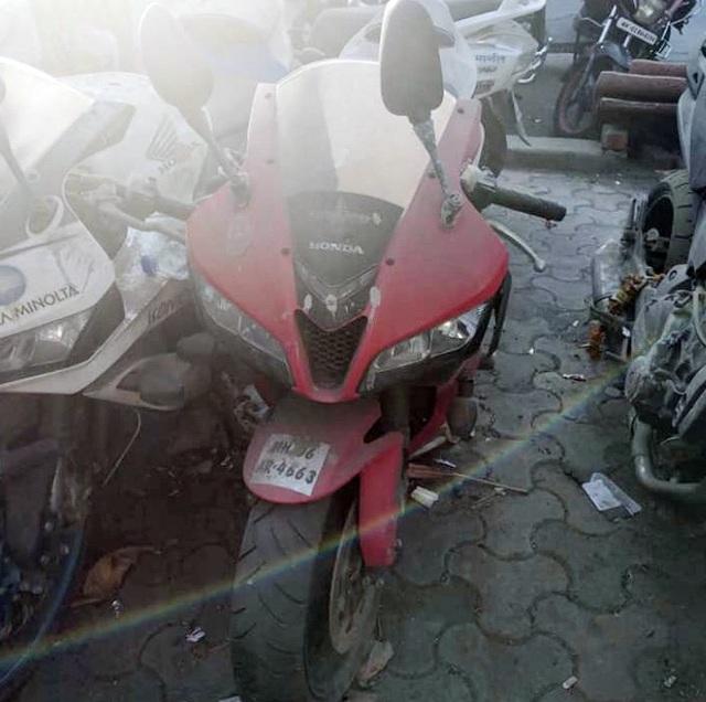 Xót xa siêu mô tô bị vứt xó hoang phế ở đồn cảnh sát - Ảnh 3.