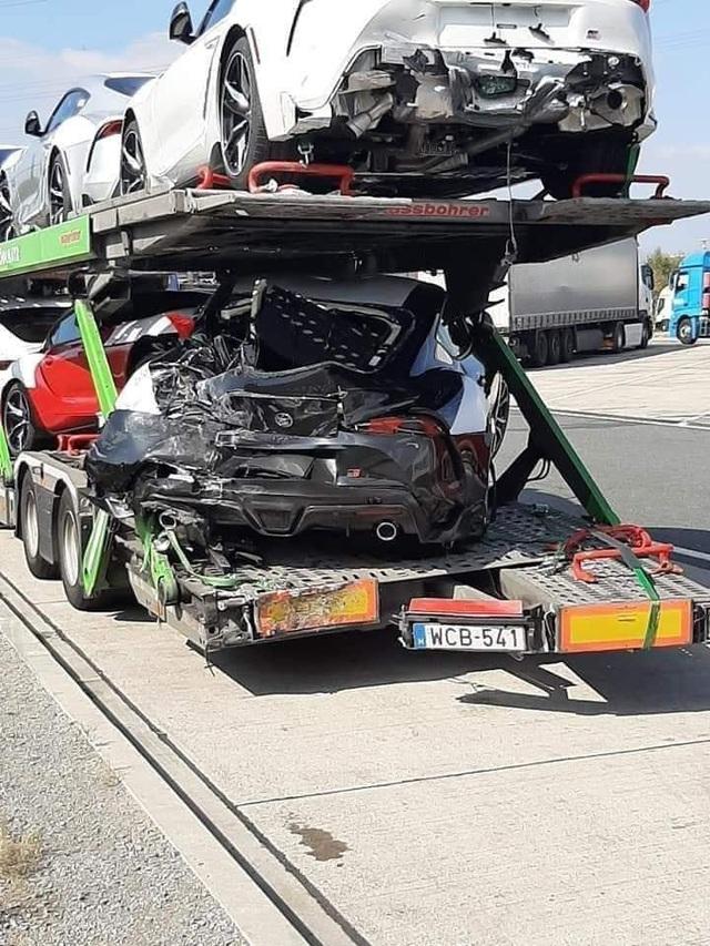 Toyota Supra 2020 bị tai nạn bẹp rúm trên đường đến phòng trưng bày - Ảnh 1.