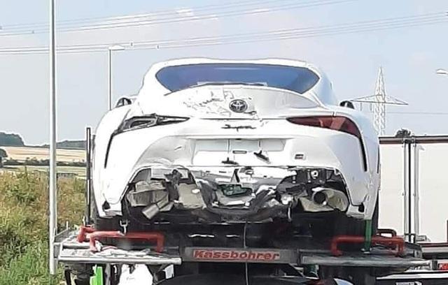 Toyota Supra 2020 bị tai nạn bẹp rúm trên đường đến phòng trưng bày - Ảnh 2.