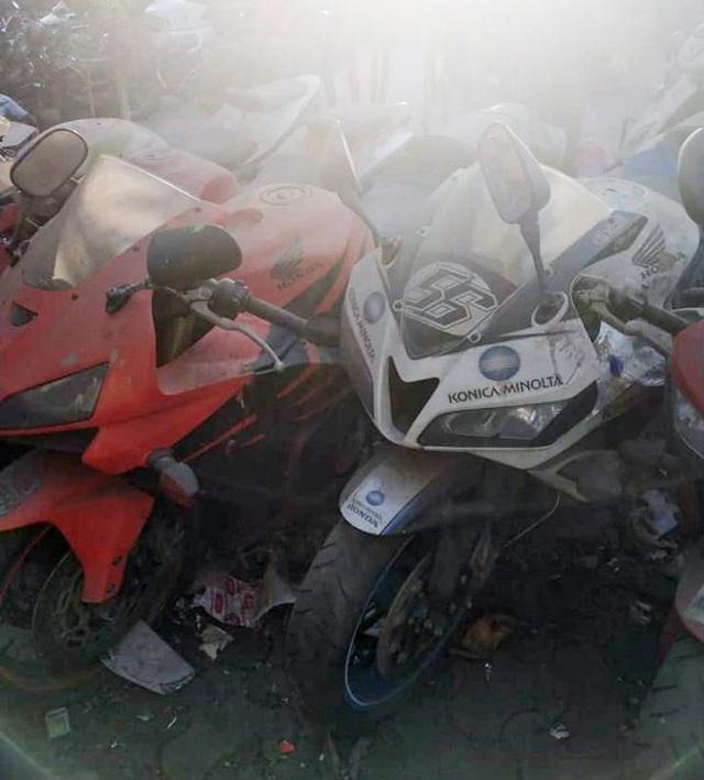 Xót xa siêu mô tô bị vứt xó hoang phế ở đồn cảnh sát - Ảnh 4.