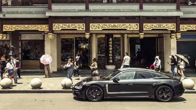 Đây chính là Porsche Taycan sắp về Việt Nam? - Ảnh 3.