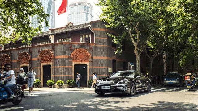 Đây chính là Porsche Taycan sắp về Việt Nam? - Ảnh 1.