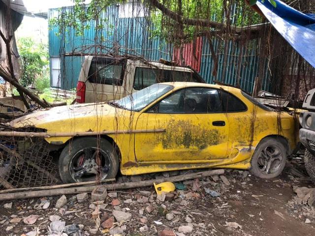 Xót xa nhìn cảnh loạt xế đắt tiền mơ ước của nhiều người bị bỏ hoang tại Việt Nam - Ảnh 8.