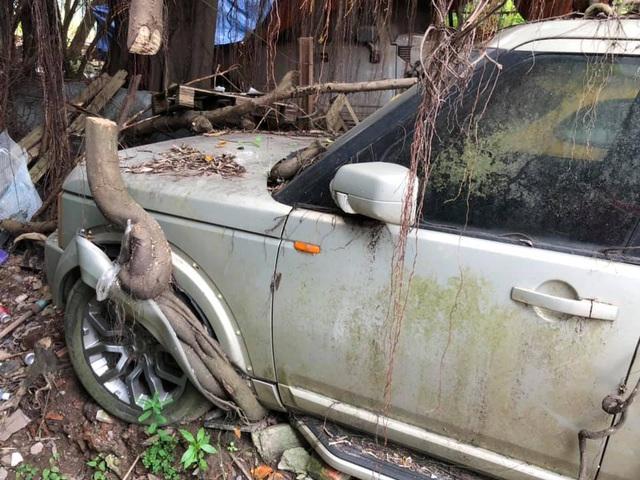 Xót xa nhìn cảnh loạt xế đắt tiền mơ ước của nhiều người bị bỏ hoang tại Việt Nam - Ảnh 2.