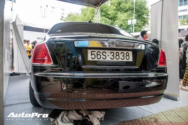 Con gái đầu của doanh nhân Phạm Trần Nhật Minh chơi trội, dùng hẳn Rolls-Royce Ghost để trang trí gian hàng - Ảnh 5.