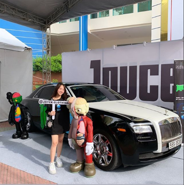 Con gái đầu của doanh nhân Phạm Trần Nhật Minh chơi trội, dùng hẳn Rolls-Royce Ghost để trang trí gian hàng - Ảnh 8.