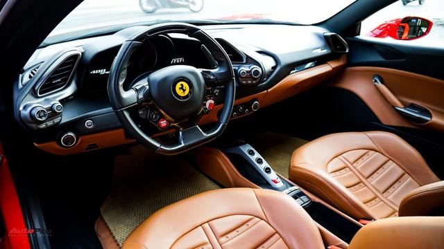 Ferrari 488 Spider màu đỏ nằm showroom hơn 2 năm bất ngờ xuất hiện trên phố Sài Gòn - Ảnh 11.