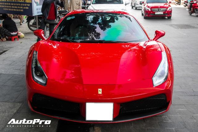 Ferrari 488 Spider màu đỏ nằm showroom hơn 2 năm bất ngờ xuất hiện trên phố Sài Gòn - Ảnh 1.