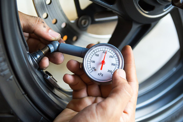 Lốp xe bị chửa ngày nắng nóng, chủ xe cần xử lý thế nào? - Ảnh 2.