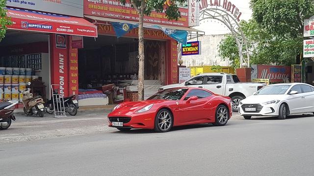 Ferrari California đẹp mê hồn âm thầm xuất hiện trên đường phố Vinh - Ảnh 1.