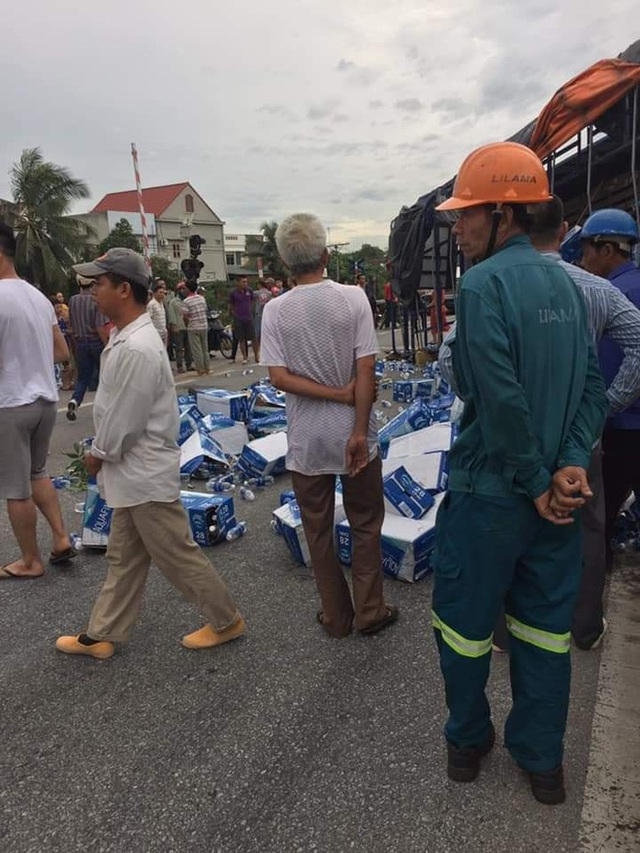 Hiện trường vụ tai nạn kinh hoàng khiến 6 người tử vong ở Hải Dương - Ảnh 4.