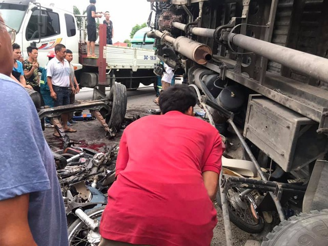 Hiện trường vụ tai nạn kinh hoàng khiến 6 người tử vong ở Hải Dương - Ảnh 7.