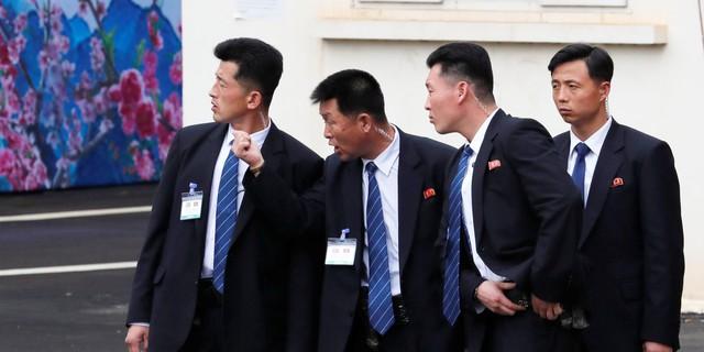 Đây là nguyên nhân khiến đội ngũ cận vệ của ông Kim Jong Un luôn phải chạy theo xe nguyên thủ - Ảnh 3.