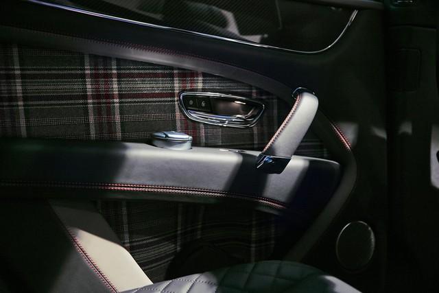 Bentley Bentayga tung ra cùng lúc 2 phiên bản đặc biệt nhưng nội thất mới là điểm đáng chú ý - Ảnh 4.