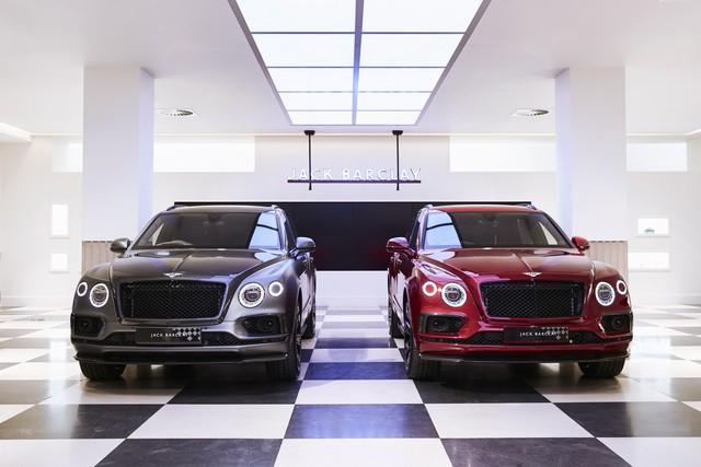 Bentley Bentayga tung ra cùng lúc 2 phiên bản đặc biệt nhưng nội thất mới là điểm đáng chú ý - Ảnh 1.