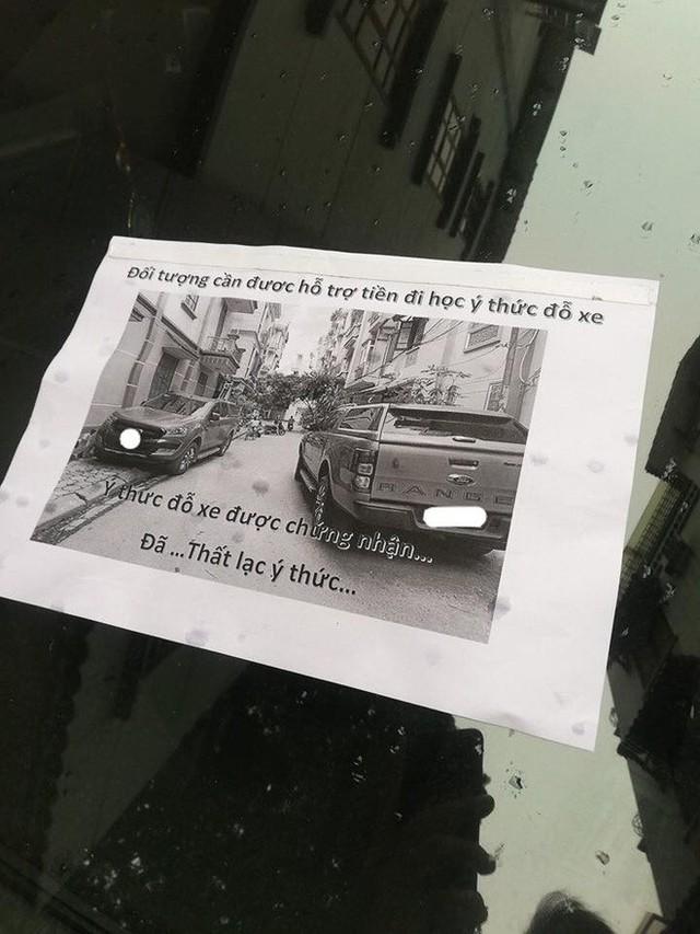 Bị ô tô chắn trước cửa, chủ nhà gây bất ngờ với lời nhắn: Cần hỗ trợ tiền cho tài xế - Ảnh 1.