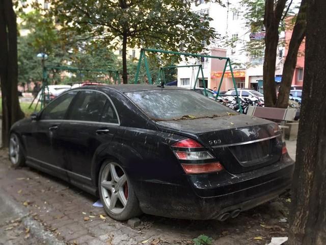 Hà Nội: BMW bị vứt xó bốc mùi khai thối đã được chuyển đi - Ảnh 3.