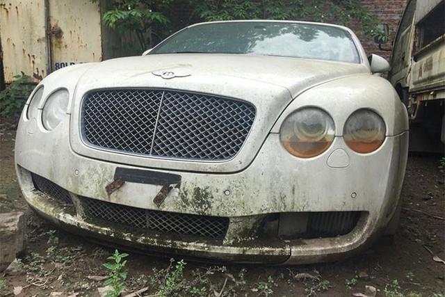 Hà Nội: BMW bị vứt xó bốc mùi khai thối đã được chuyển đi - Ảnh 4.