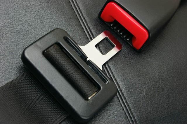 10 nguy hiểm tiềm tàng trên ô tô mà người dùng ít để ý - Ảnh 10.