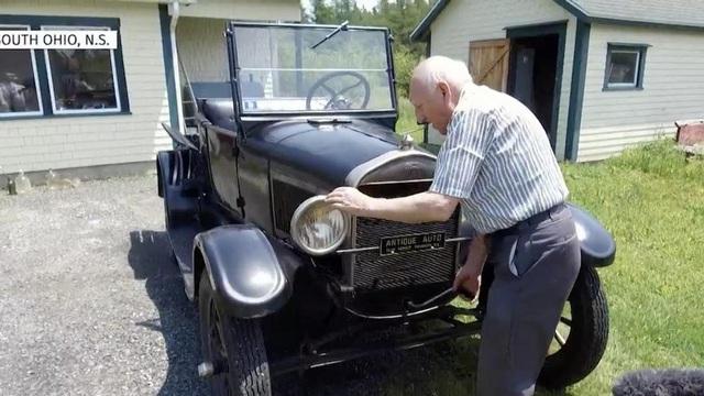 Cụ ông 87 tuổi cầm lái bán tải Ford suốt 70 năm - Ảnh 2.