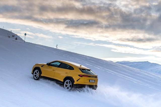 Lamborghini Urus đắt khách kỷ lục, đẻ trứng vàng cho hãng siêu xe Ý - Ảnh 1.