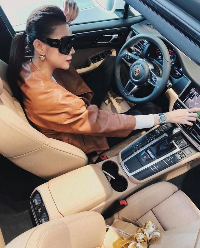 Sắm MINI One chưa lâu, siêu mẫu Thanh Hằng tự tặng sinh nhật bằng Porsche Macan 2019 - Ảnh 1.
