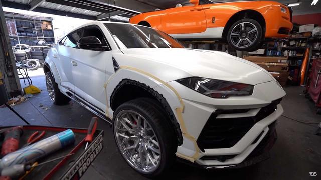 Siêu SUV Lamborghini Urus gây ấn tượng mạnh nhờ bộ bodykit thân rộng hầm hố - Ảnh 4.
