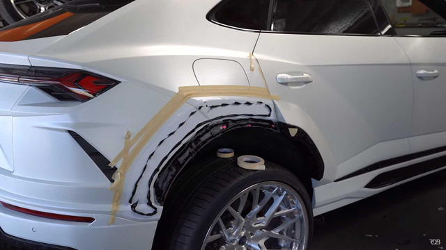 Siêu SUV Lamborghini Urus gây ấn tượng mạnh nhờ bộ bodykit thân rộng hầm hố - Ảnh 3.