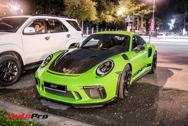 Porsche 911 GT3 RS Lizard Green độc nhất Việt Nam lần đầu ra phố Sài Gòn, thêm nhiều chi tiết độ TechArt Carbon khủng - Ảnh 1.