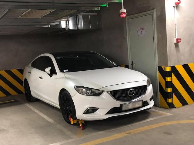 Bị nhắc nhở đỗ sai, chủ xe Mazda6 nhận mưa gạch đá khi lên mạng xã hội kêu oan - Ảnh 2.
